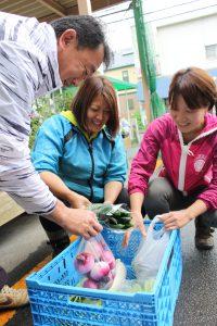 東京みらい・0526・子ども食堂に野菜を無償提供①